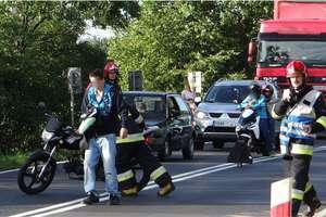 Motocyklista uderzył w rowerzystkę