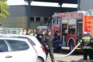 Podpalił komendę i uciekał przed policjantami na hulajnodze