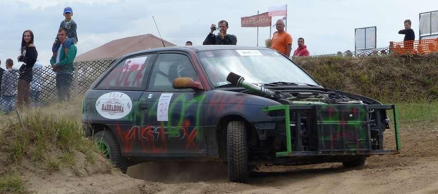 Kilkanaście załóg wystartowało w drugiej edycji Złom Race w Grabinku