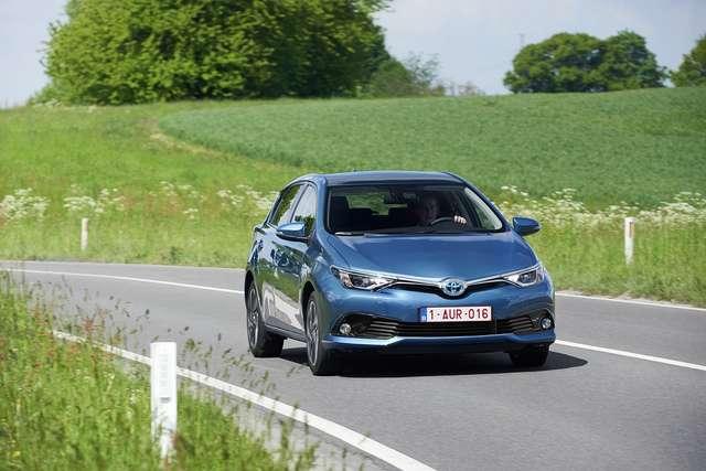 Samochody hybrydowe zyskują na popularności  - full image