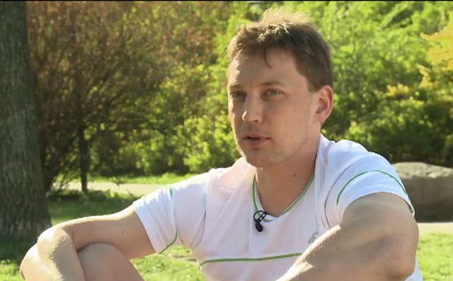 Michał Jeliński pięć lat po zachorowaniu na cukrzycę zdobył złoty medal w wioślarstwie w czwórce podwójnej. - full image