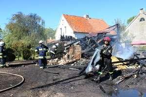 Spłonął budynek gospodarczy i 20 ha ścierniska