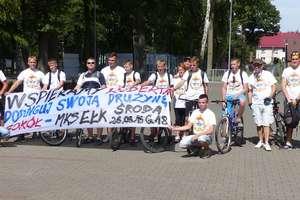 Trójkolorowi na rowerach wyruszyli na mecz do Olsztynka