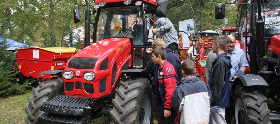 Na Targach zwiedzający bezpośrednio zapoznają się z ofertą producentów maszyn i urządzeń rolniczych