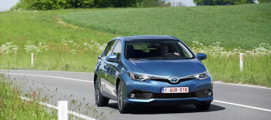 Samochody hybrydowe zyskują na popularności