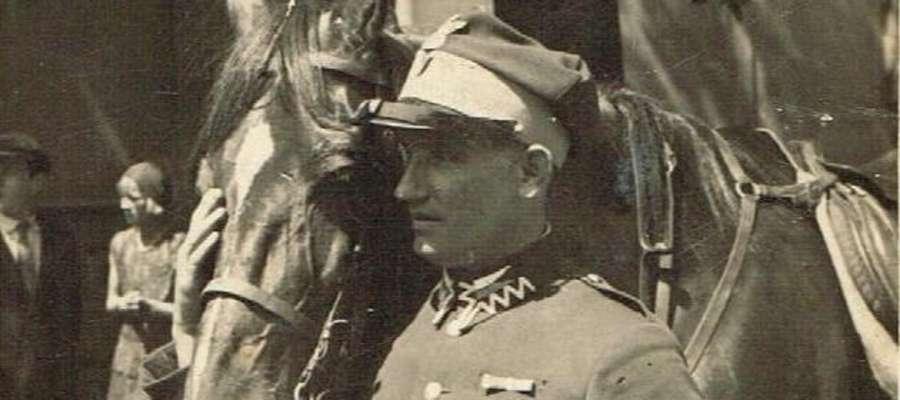Jan Muchliński na rynku Nowego MIasta Lubawskiego, latem 1932 roku podczas uroczystości patriotycznych. Wówczas był zastępcą dowódcy organizacji Krakusów