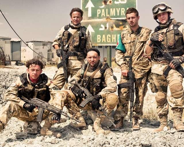 Walka w Iraku i kłopotliwe przesyłki kurierskie - zgarnij bilety do kina! - full image