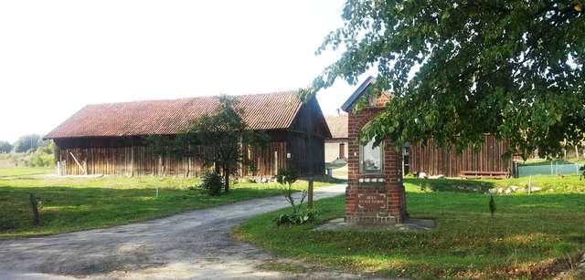 Kapliczka przy drodze Dywity - Brąswałd