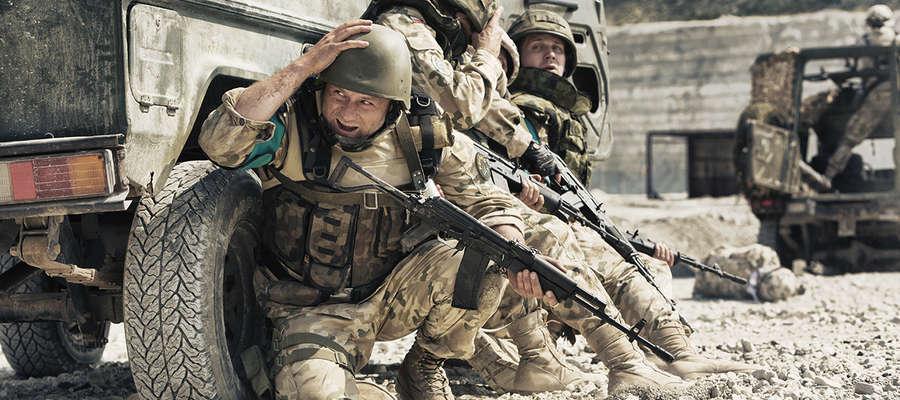 """Kadr z filmu """"Karbala"""" o bohaterskiej bitwie polskich i bułgarskich żołnierzy w Iraku"""