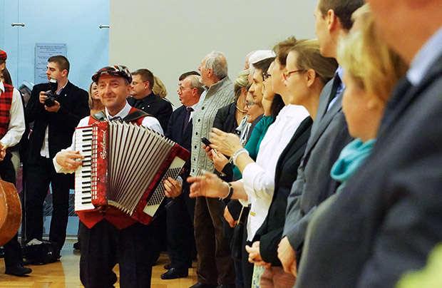 Na spotkanie pożegnalne konsul Jarosław Drozd zaprosił miejscowych działaczy organizacji polskich. - full image
