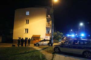 Tajemnicza śmierć na Zatorzu w Olsztynie. Kobieta leżała przy bloku