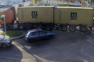 Ciężarówka zablokowała skrzyżowanie w Olsztynie. Kierowca nie przyjął mandatu