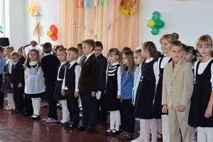 Pasowanie na ucznia w szkole im. Tadeusza Rejtana w Baranowiczach