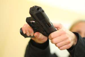 Z bronią w ręku napadł na salon gier w Olsztynie