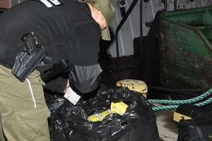 Rosyjski marynarz na statku przemycał papierosy. Chciałje sprzedać na targowisku
