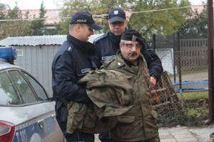 Wkroczył z bronią do lokalu wyborczego w Grzędzie. Został zatrzymany przez policję