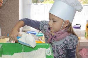 Uczyły się wyrabiania i pieczenia chleba