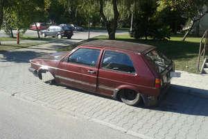 Porzucone auta na ulicach Olsztyna. Ruszyła akcja usuwania wraków