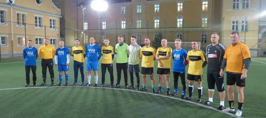 Minutą ciszy uczcili piłkarze Deluxu i WM-Glass pamięć zmarłego kilka dni temu Andrzeja Szyszki