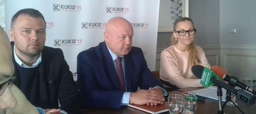 Elbląscy przedstawiciele Kukiz '15, od lewej: Piotr Opaczewski, Andrzej Kobylarz i Monika Patra-Więckowska
