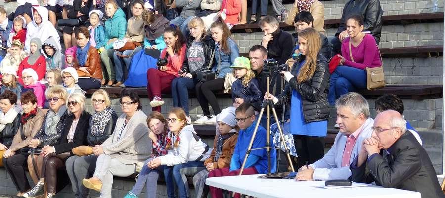 Publiczność imprezy w amfiteatrze