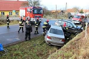 Kolejne zderzenie dwóch aut. Jeden z kierowców w szpitalu