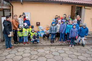"""Akcja szkoły z Trelkowa dla schroniska """"Cztery Łapy""""."""