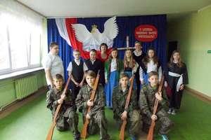Święto niepodległości w szkole w Grzędzie
