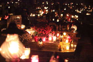 1 listopada w Olsztynie pod znakiem rodziny, zadumy i... korków. Zobacz film i zdjęcia