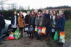Uczniowie z Warpun ruszyli na pomoc bezdomnym zwierzętom