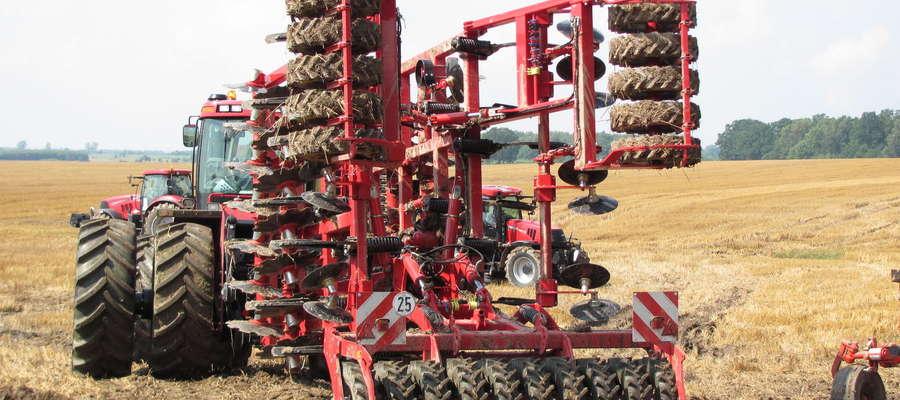 Dziś na polach najczęściej widzimy nowoczesne maszyny