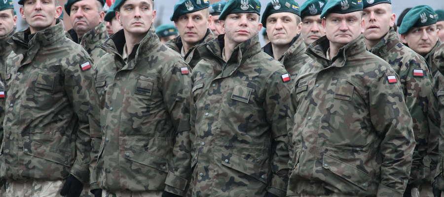 Pożegnanie żołnierzy odbyło się na placu apelowym bartoszyckiej jednostki wojskowej