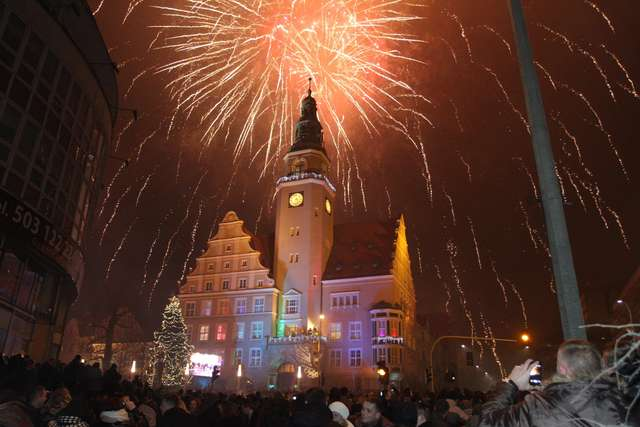 Sylwester na Placu Dunikowskiego w Olsztynie. Koncert i pokaz fajerwerków  - full image