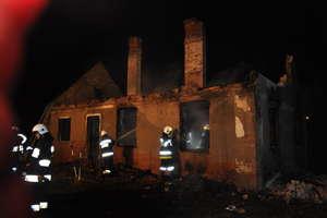 Tragiczny pożar w Orzeszkach. W zgliszczach znaleziono zwęglone ciało
