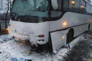 Zderzenie autobusu z samochodem dostawczym, dwie osoby poszkodowane. Strażacy podsumowują tydzień