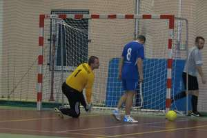 Mistrzostwa powiatu w futsalu: lider stracił pierwsze punkty