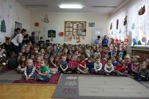 Uczniowie szkoły muzycznej kolędowali w Przedszkolu nr 1