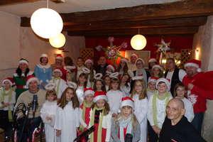 Dzieci ze Świętajna zaśpiewały kolędę z braćmi Golec