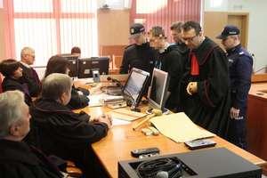 Koniec procesu 19-latka z Kamińska oskarżonego o zabójstwo wujka. Był w głębokim stresie?