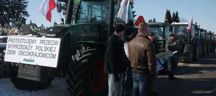 Niepokój o wykup polskiej ziemi przez obcokrajowców to jeden z powodów rolniczych protestów, również tego w Makowie Mazowieckim w 2013 roku