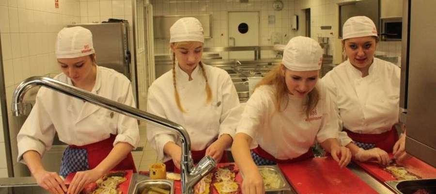 Uczennice ZSZ w Kurzętniku podczas praktyk w Niemczech