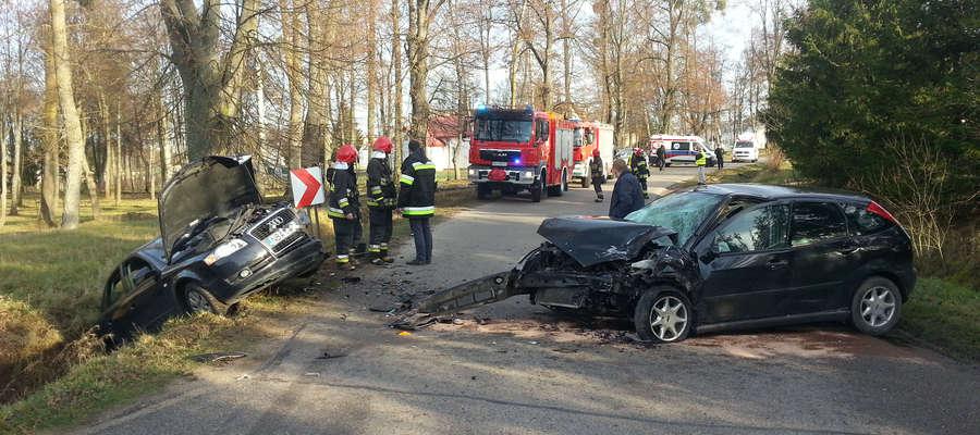 W zderzeniu tych aut ranne zostały 4 osoby, w tym 6-letnie dziecko.