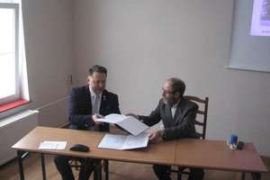 Dyrektorzy ZSP nr 2 oraz WSB podpisali porozumienie o współpracy