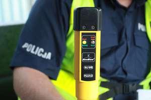 Pijany kierowca przyjechał na posterunek policji