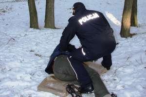 Policja ponawia apel: w czasie zimy nie bądźmy obojętni wobec osób potrzebujących pomocy