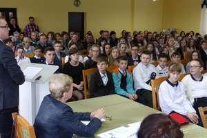 137 uczniów z gminy Kurzętnik otrzymało stypendia wójta