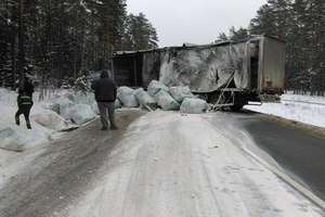 Wypadek na DK 58. TIR zablokował drogę