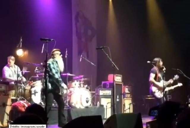 Trzy miesiące po zamachu w Paryżu, zespół Eagles of Death Metal dał kolejny koncert - full image