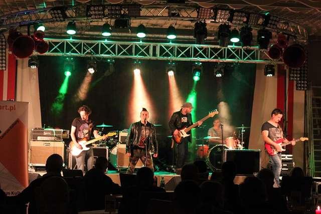 W rytmie bluesa zespół NADMIAR - full image