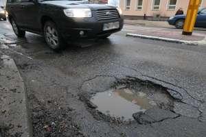 Dziurawe ulice w Olsztynie. Są pierwsze wnioski o odszkodowania